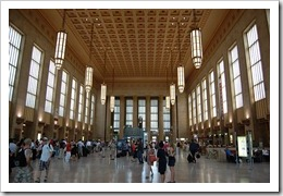 800px-Amtrak30thStreetStationInterior2007